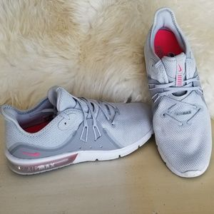 Nike air Max running shoes sz 10 pink, gray, white
